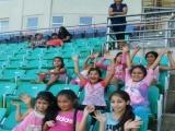 Fotos de los niños jugando ping pong y disfrutando una tarde recreativa en el Parque estadio